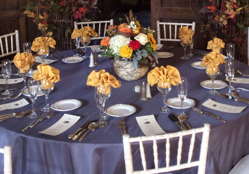 corporate-decorating-table-setting